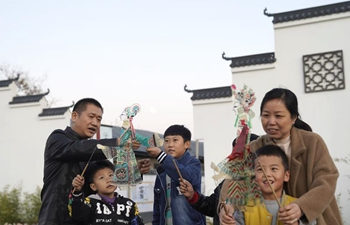 Pic story of inheritor of shadow puppet in Qian'an, N China's Hebei