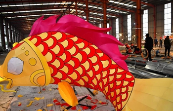 Lantern producers make colored lanterns to greet upcoming Spring Festival