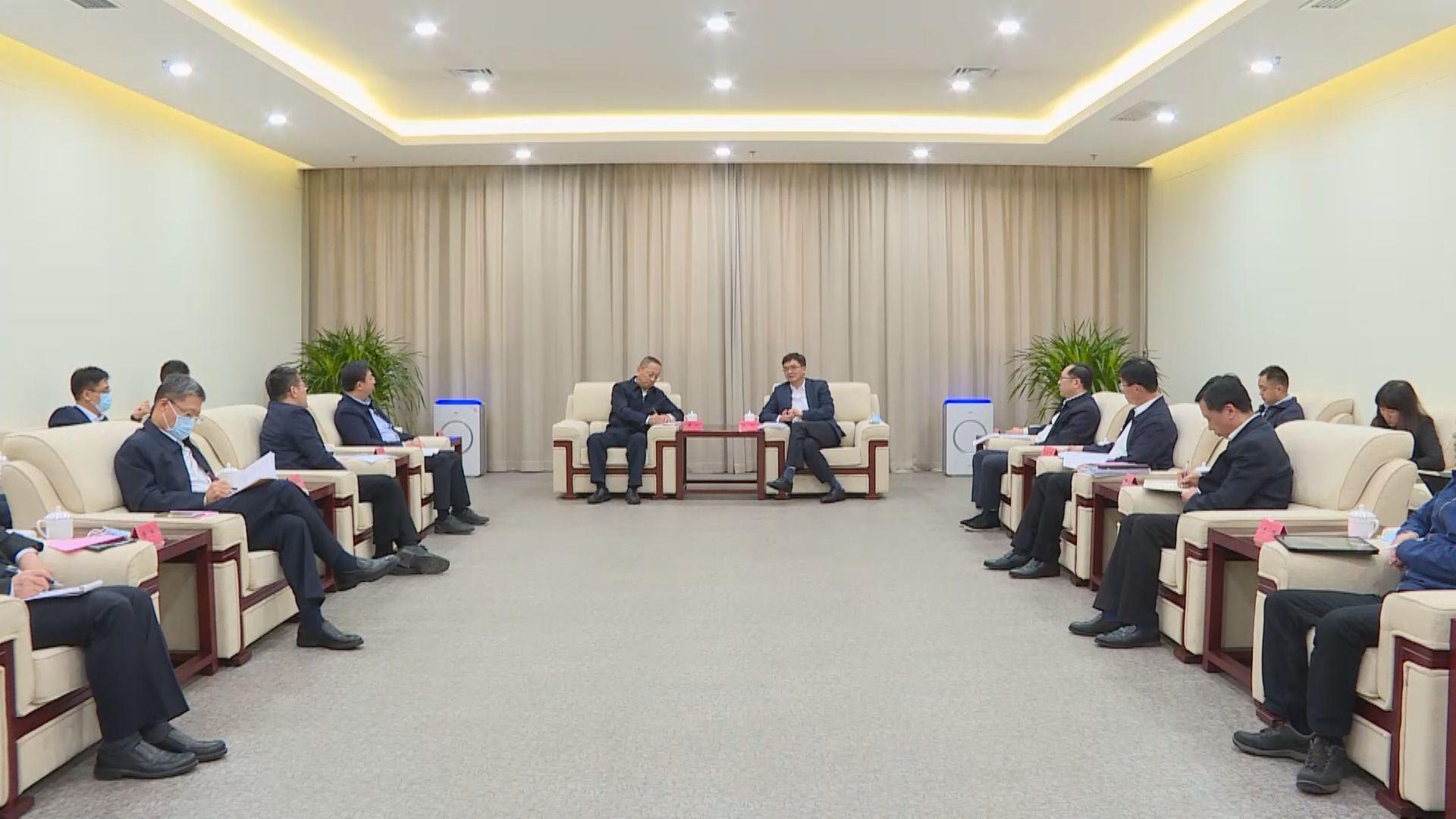 陈刚与中国移动通信集团总经理董昕一行举行工作座谈