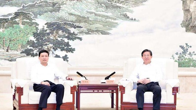 王东峰与国家市场监督管理总局局长举行座谈