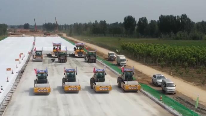 首次采用无人驾驶施工机械集群 京雄高速建设加速推进