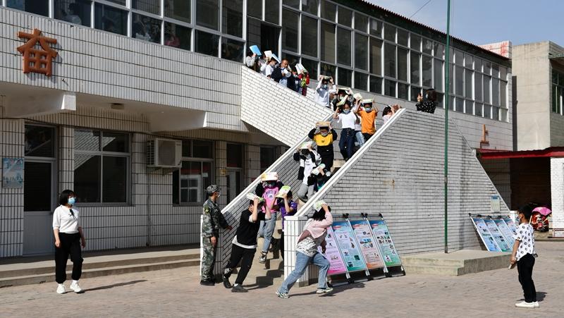 雄安新区组织开展学校地震应急疏散演练活动