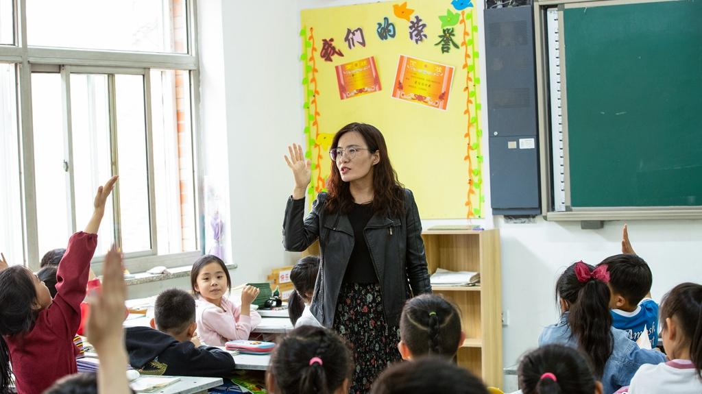 刘霞:充当先锋模范,促进新区教育体系发展