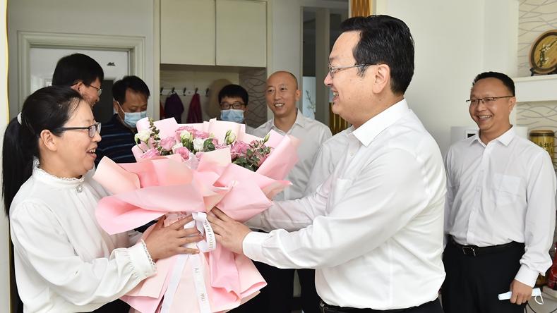 张国华召开雄安新区2021年教师节座谈会