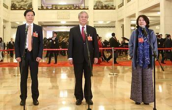 NPC deputies receive interview before 2nd plenary meeting of 1st session of 13th NPC