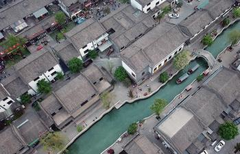 Luanzhou Ancient City attracts many tourists during Labor Day holiday