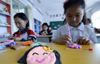 Pupils greet upcoming Mother's Day in N China's Hebei