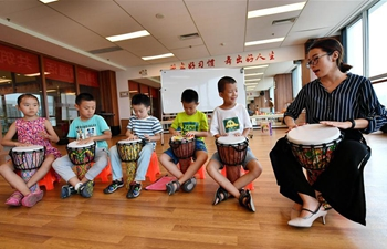 Children attend free art classes to enrich summer vacation in N China's Hebei