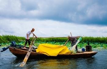 In pics: eldest fishman couple at Baiyangdian Lake
