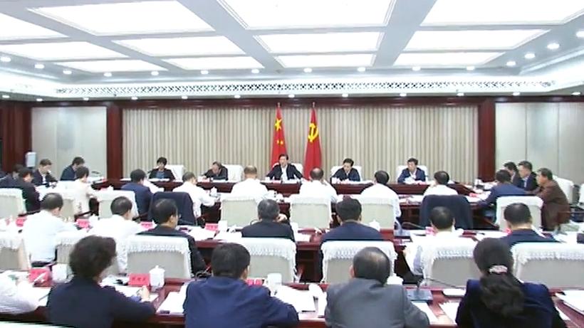 王东峰:扎实推动精准扶贫脱贫工作升级加力